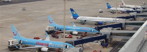 Fallecimiento de un operario de Iberia en el Aeropuerto Tenerife Sur en posibles 'extrañas circunstancias'
