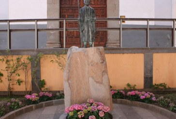 Una nueva escultura del Hermano Pedro ya se encuentra en la Plaza del Convento