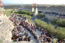 Cueva del Hermano Pedro (entorno con gente)