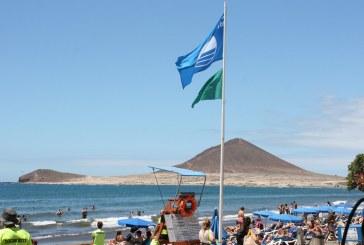 La playa de El Médano recibe su 11ª bandera azul