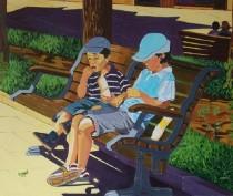 Chicos sentados en el parque