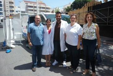 La unidad móvil de la campaña 'Canarias por la Salud' estuvo en El Médano