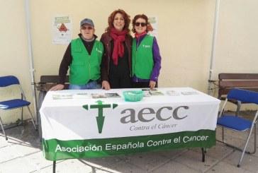 Personas voluntarias de la AECC y Ayuntamiento, contra el 'cáncer de colon'
