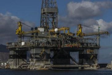 Las plataformas petrolíferas formarán en breve parte del paisaje del Puerto Industrial de Granadilla