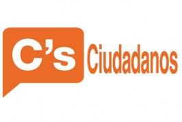 La renovada junta directiva de la agrupación local de Ciudadanos (C's), con Ana Delia Cruz como nueva coordinadora