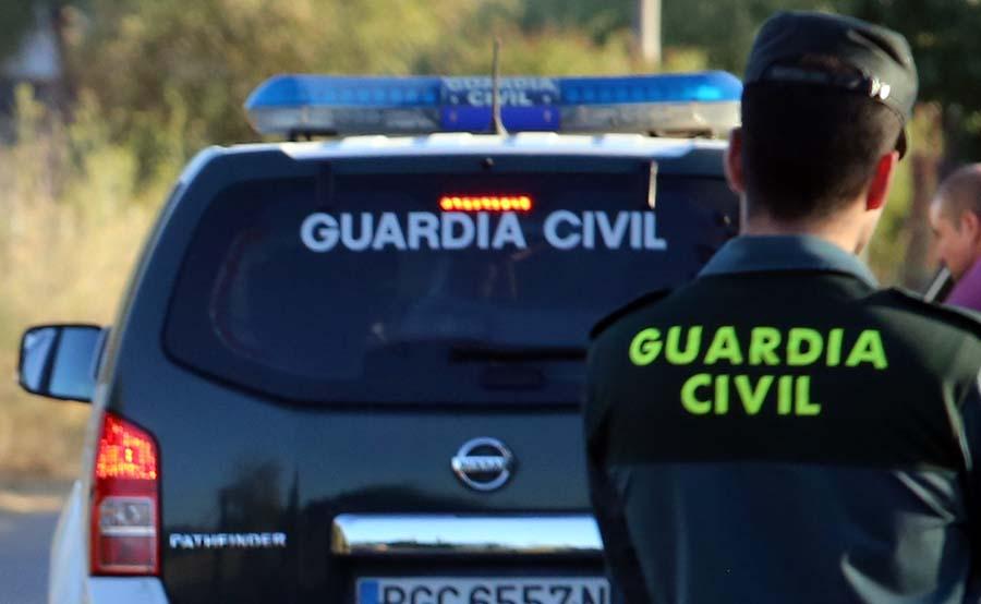 La astucia de un vecino permite a la Guardia Civil detener a dos delincuentes en San Isidro