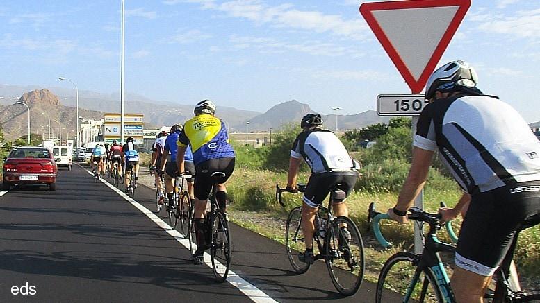 Apostando por adaptar nuestras carreteras para la práctica del ciclismo como deporte y atractivo turístico