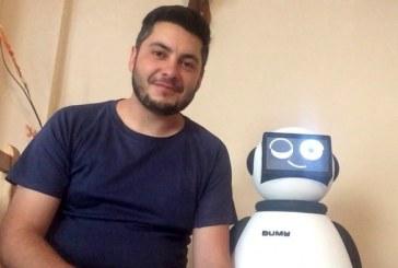 """Granadilla de Abona en FITUR con el robot Dumy y las imágenes de Juanmi Alemany (II): 'Dumy', el """"embajador"""" de Tenerife"""