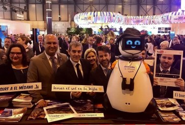 Granadilla de Abona en FITUR con el robot Dumy y las imágenes de Juanmi Alemany (I)