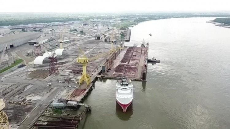 Sobre el dique flotante destinado al Puerto de Granadilla de Abona cuya mitad se hundió en el Atlántico durante su transporte