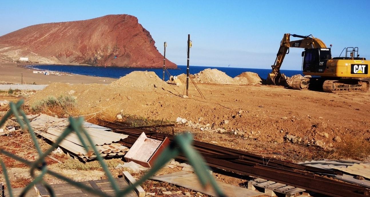 Denuncia judicial contra la promotora del hotel de La Tejita por supuesta desobediencia de la orden de parar la obra