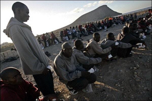 Resultado de imagen de llegada de migrantes a la playa de la tejita en 2006